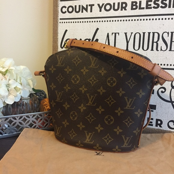 d287aac73e16 Louis Vuitton Handbags - 💯Authentoic Louis Vuitton Drouot Crossbody